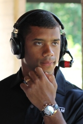 Russell_Wilson_at_the_2013_Jessie_Vetter_Classic,_July_1,_2013
